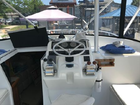Luhrs 2900 Open image