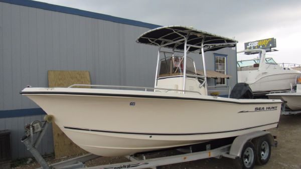 Sea Hunt Triton 202 CC