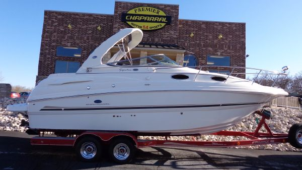 Chaparral 260 Signature Cruiser