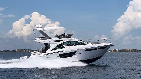 Cruisers Yachts 54' Flybridge