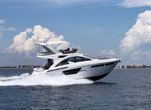 2018 Cruisers Yachts