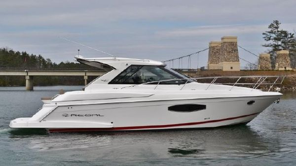 Regal 42 Sport Coupe Starboard profile