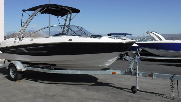 Bayliner 215 Flight Series