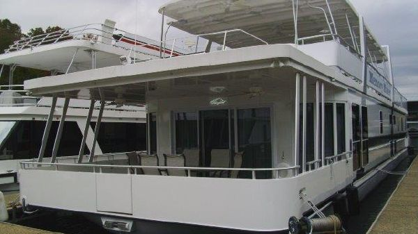 Thoroughbred Houseboat