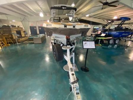 Malibu M240 image
