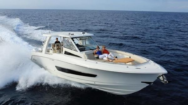 Boston Whaler 420 Outrage BOSTON WHALER 420 OUTRAGE