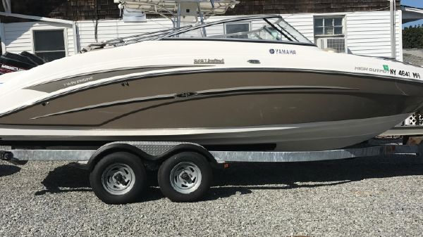 Yamaha Boats 242 Limited