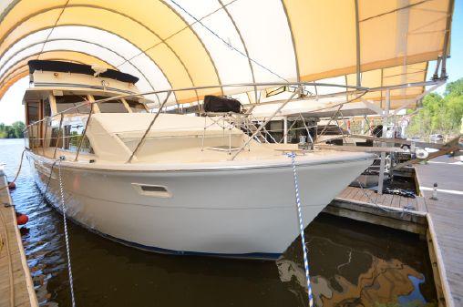 Uniflite 46 Motor Yacht image