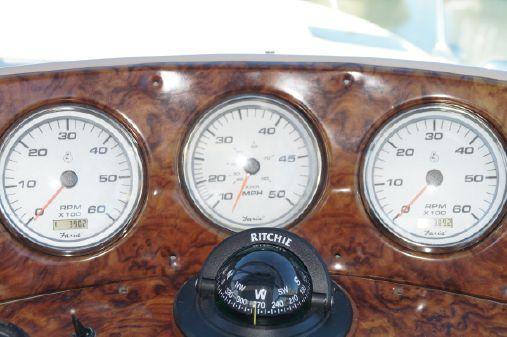 Rinker 312 Fiesta Vee image