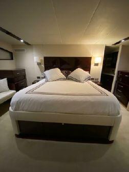 Lazzara Yachts 75 LSX image