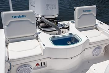 Everglades 243 Center Console image