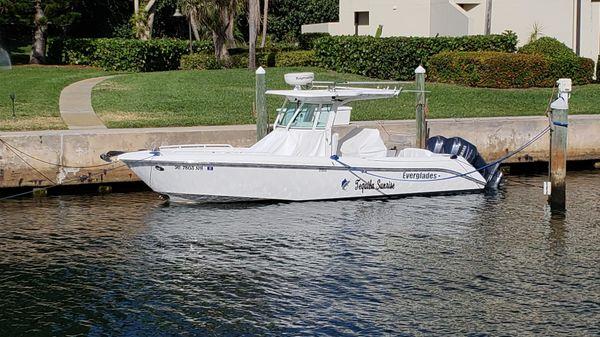 Everglades 270CC Port side