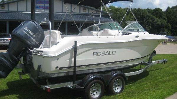 Robalo R207 Dual Console