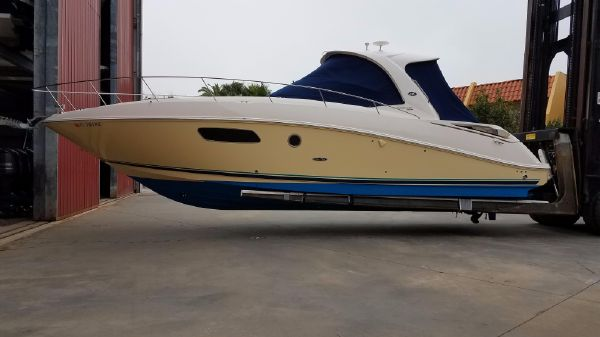 Sea Ray 350 Sundancer Exterior Port side