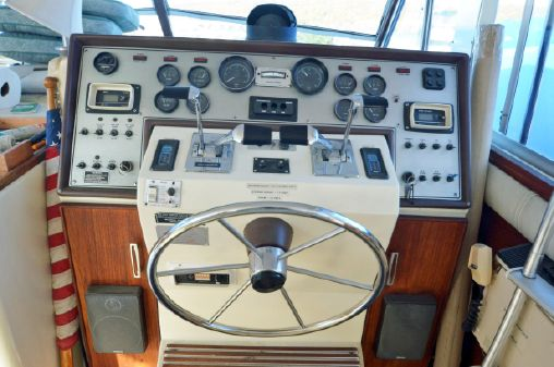 Chris-Craft 410 Commander image