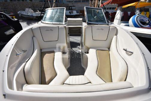 Sea Ray 230 Select image