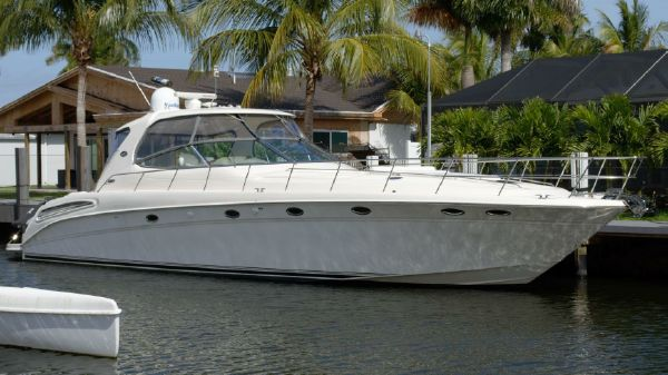 Sea Ray Sundancer 550 Express Cruiser