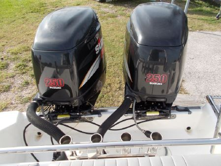 Robalo R265 Walkaround image