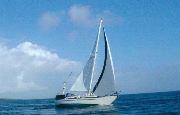 Pacific Seacraft Crealock 37 - main image