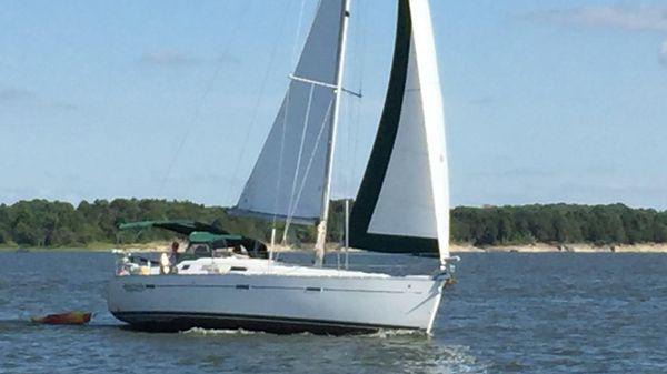 Beneteau 393 Under Sail