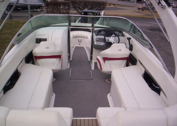 Regal 2500 Bowrider image