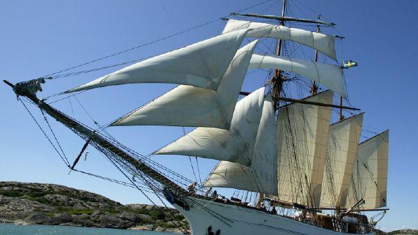 Schooner Topsail
