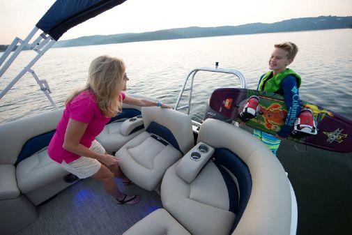 Landau Atlantis 230 Cruise Rear Lounge image