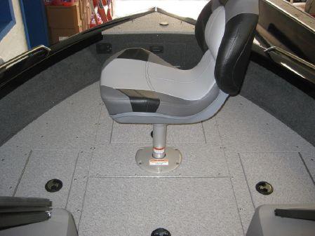 Crestliner 2050 Authority image