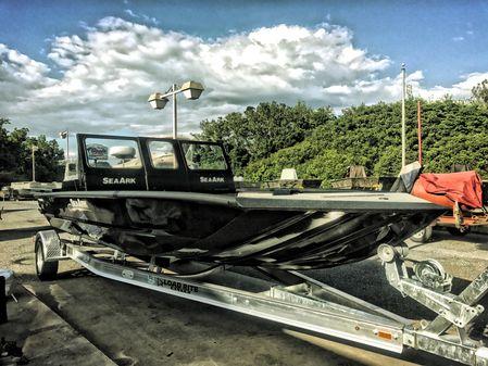 SeaArk Predator 220 Hybrid image
