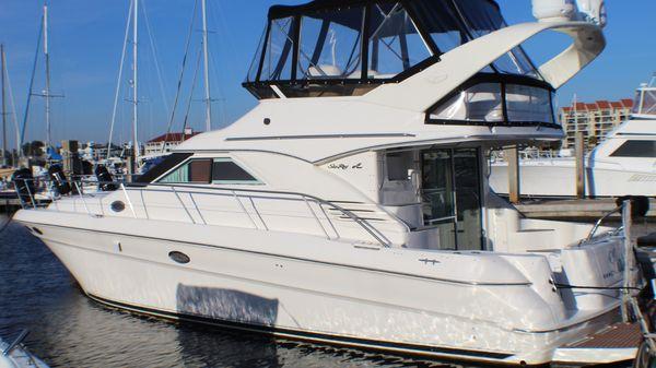 Sea Ray Sedan Bridge MY 400