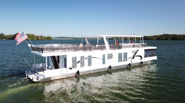 Thoroughbred 18x88 Houseboat