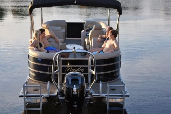 Bentley Pontoons 243 Navigator - main image