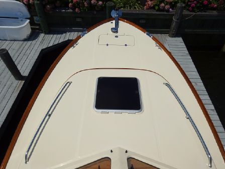 Hinckley Picnic Boat 34 MKII image