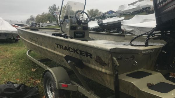 Tracker Grizzly 1860 Center Console