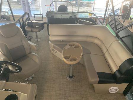 Crestliner 220 CHASE REAR FISH image