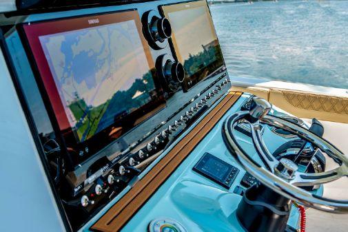 Sea Pro 320 DLX Center Console image