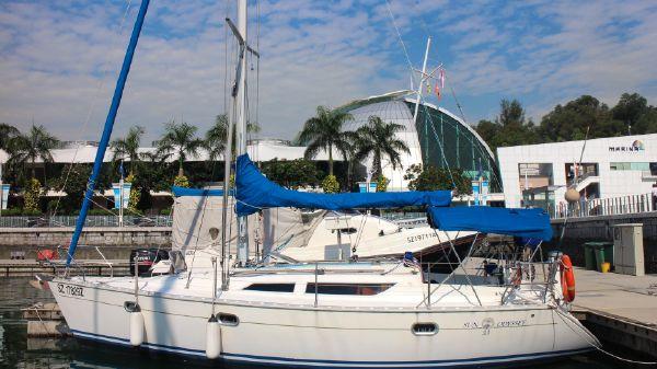 Jeanneau Sun Odyssey 33 Port Side