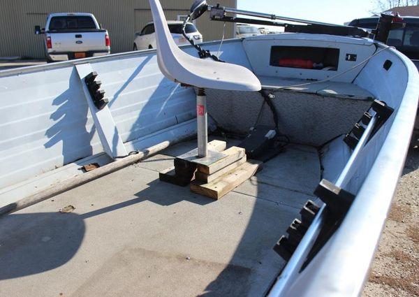 Crestliner V14 Fish Hawk image