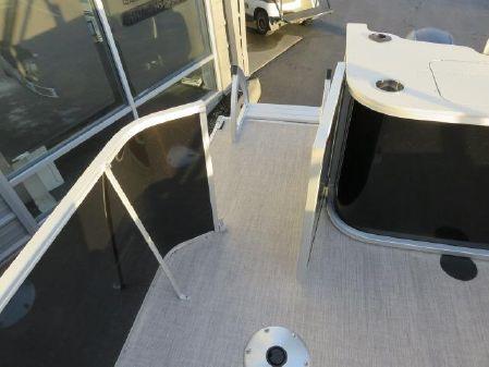 SunCatcher 18F Pontoon B3225 image