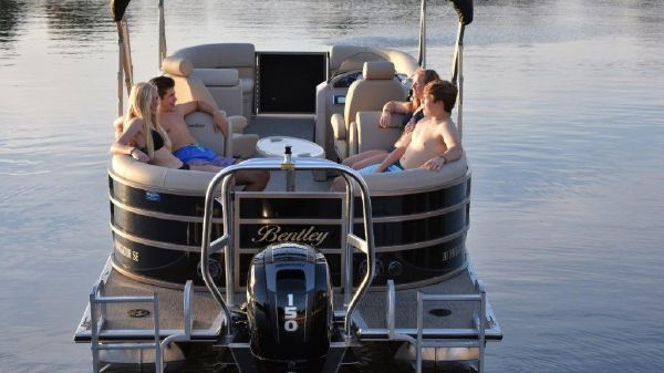 Bentley Pontoons 243 Navigator