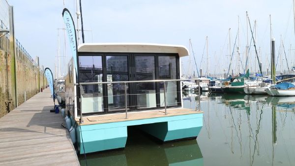 Marina Boats Inspiration 28 Floating Lodge