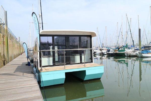 Marina Boats Inspiration 28 Floating Lodge - main image