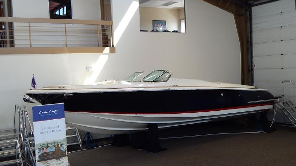 Chris-Craft Launch 32 DEALER DEMO MODEL