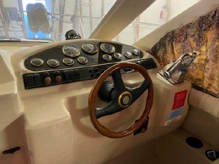 Cruisers Yachts 3585 Flybridge image