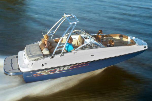 Bayliner 195 Deck Boat - main image