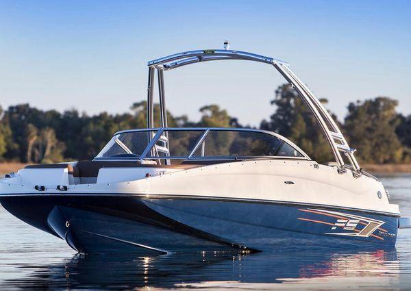 Bayliner 195 Deck Boat image