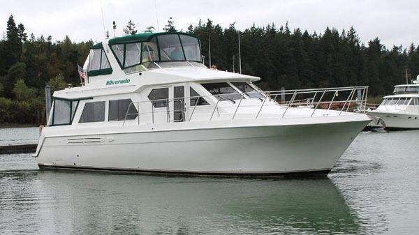 Navigator 4800 Pilothouse