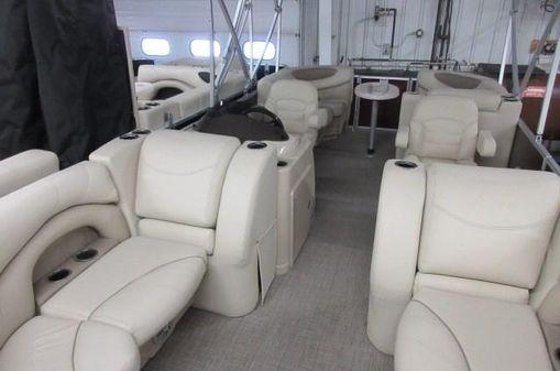 Sylvan 822 Mirage Cruise image