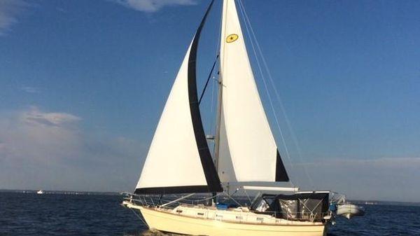 Island Packet 37 Island Packet 37 - Under Sail