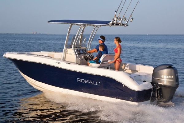 Robalo R200 Center Console - main image